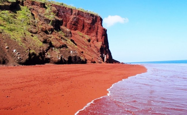 red_beach_santorini_things-to-see_sable_rouge