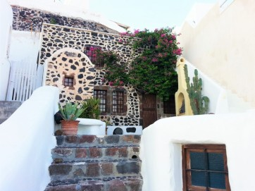 house in santorini