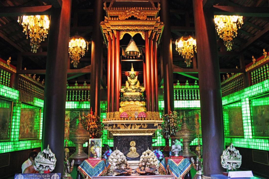 wat-phra-kaeo-in-chiang-rai-temple-emerald-buddha