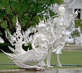 statue in wat rong khun