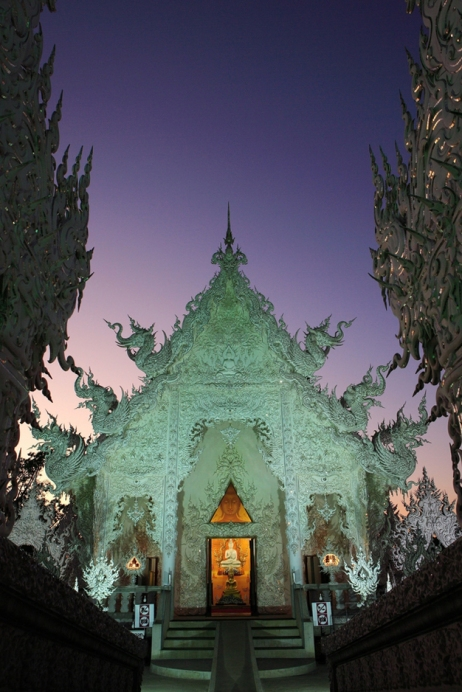 wat rong khun in night