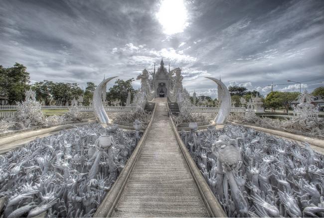 white_temple_wat-rong-khun_buddhist_temple-chang-rai_thailande-3