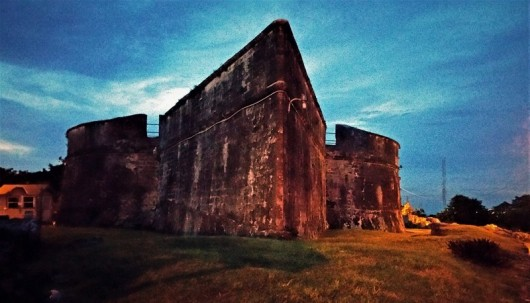 Fort Findcastle la nuit