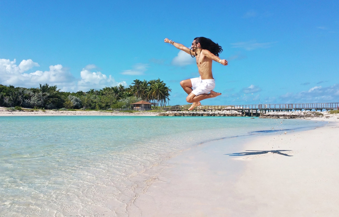 TElombre-in_The-Bahamas-blue-lagoon-Nassau_ paradise-island_TElombre