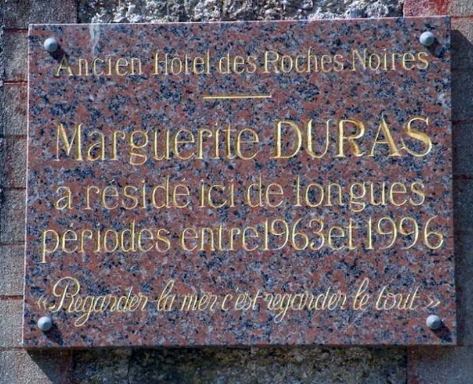 plaque marguerite duras trouville sur mer