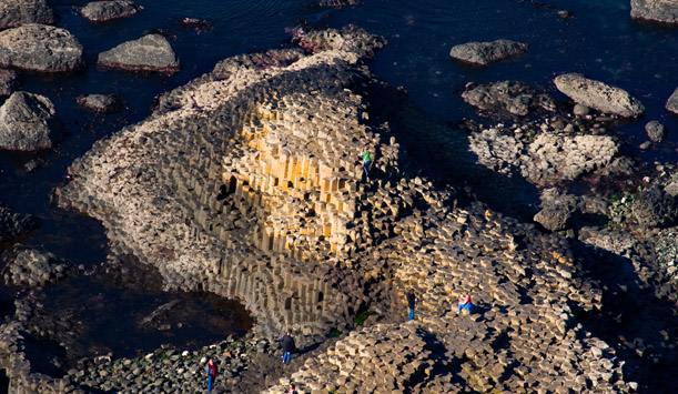 giants-causeway-drone-up-dessus-haut