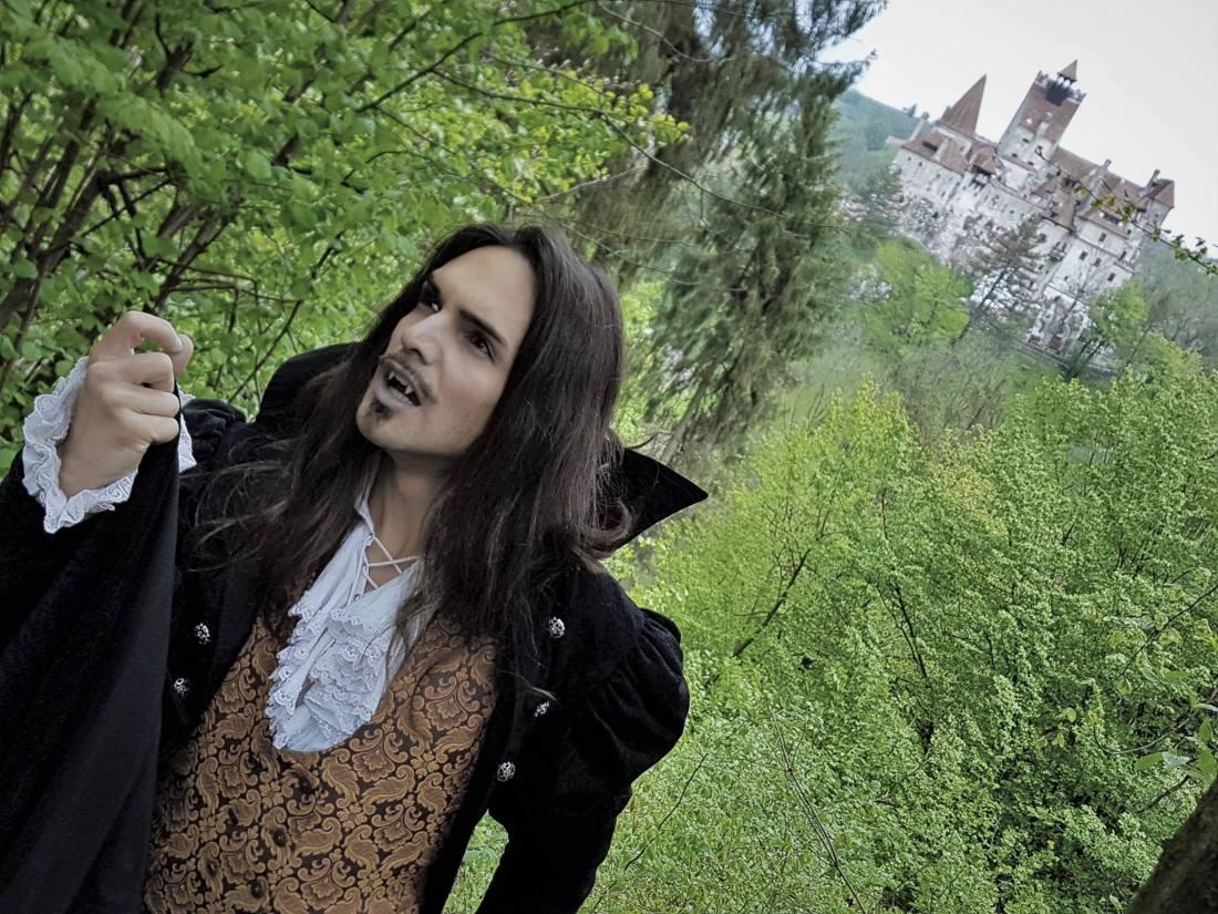 Une visite attendue en Transilvanie dans le célèbre chateau de Bran dans la peau du maître des Vampires, Dracula.