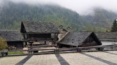 Eglise Mogno de Mario Botta (15)