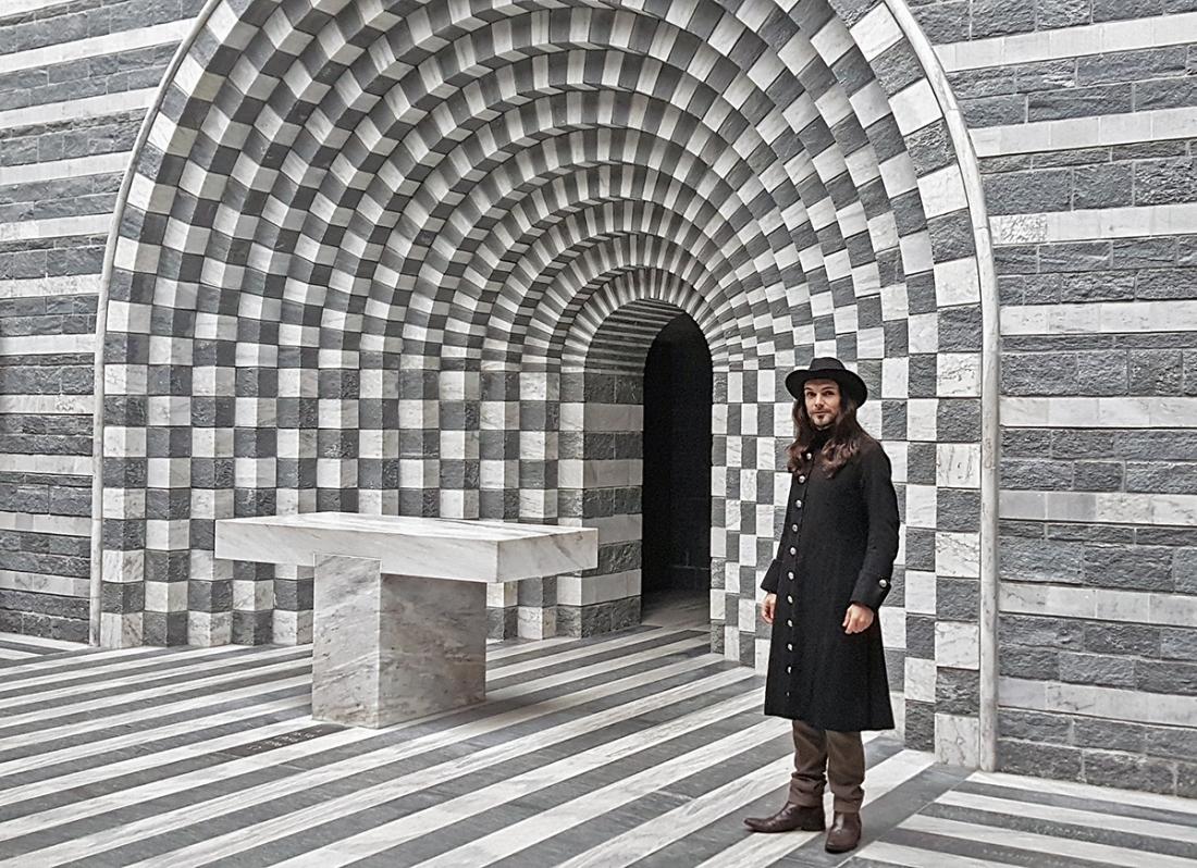 telombre à Mogno dans l'eglise de l'architecte Mario Botta