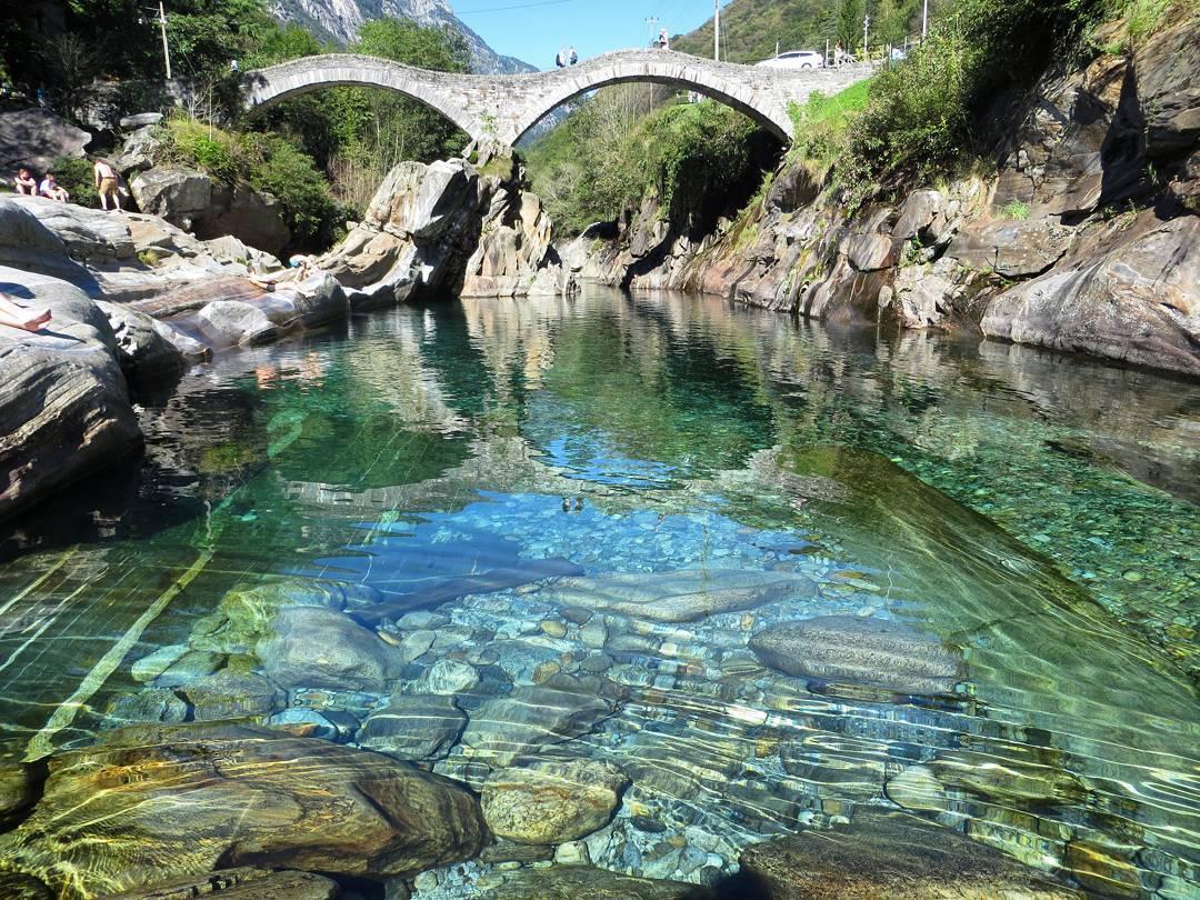 riviere emeraude verzasca en suisse
