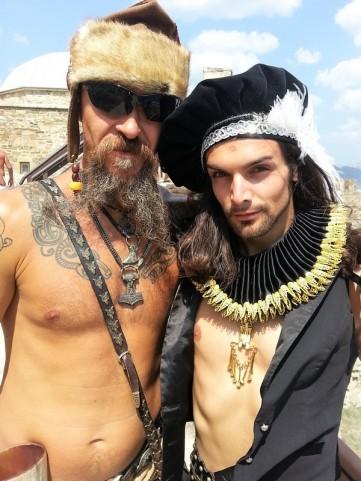alex sacha en viking avec telombre