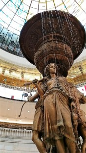 statue centre commercial moscou