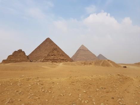 site archéologique pyramides gizeh cairo egypt