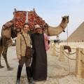 local pyramides de gizeh cairo egypt