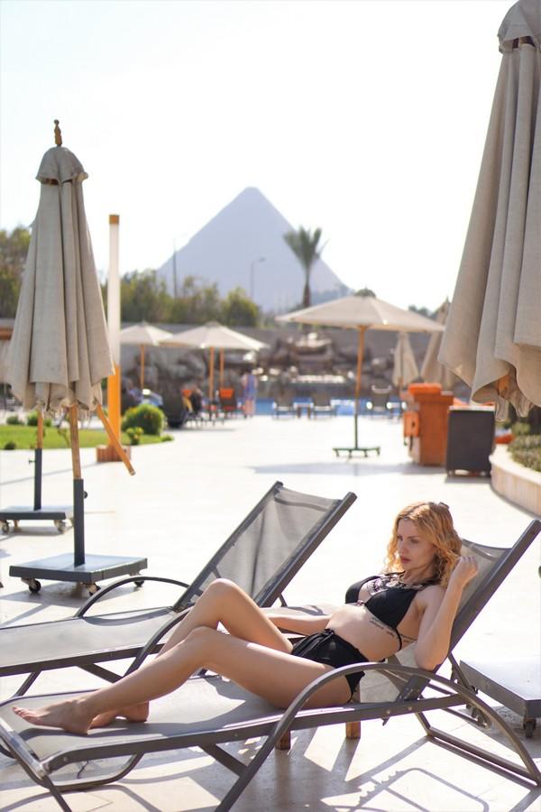 fashion girl sun swiming pool meridien spa hotel