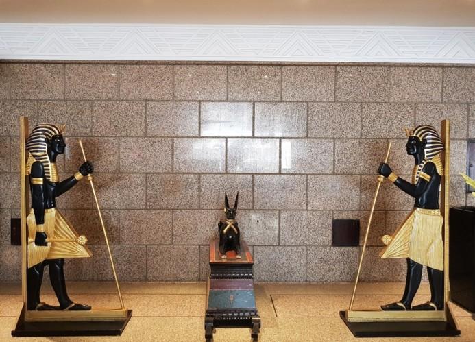 sculpture egyptienne meridien spa hotel