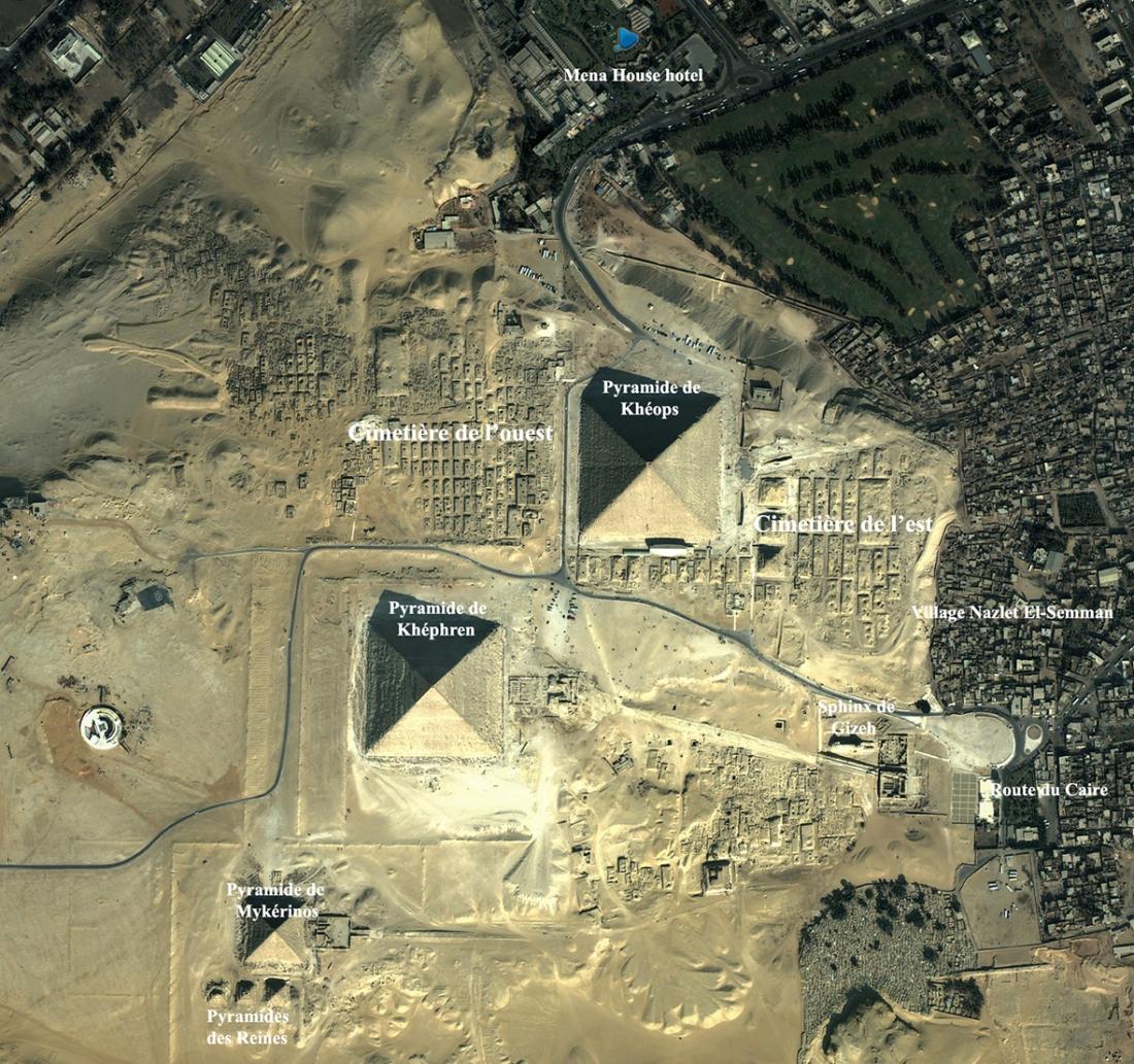Vue satellite des pyramides