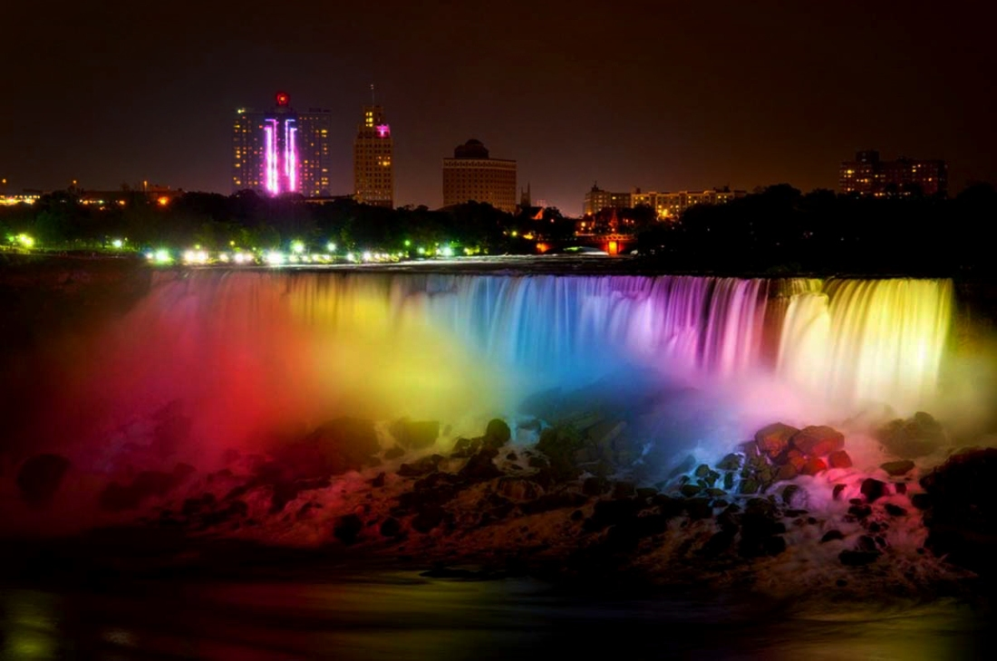 Night show light in Niagara Falls
